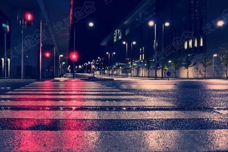 雨中奔跑 励志头像