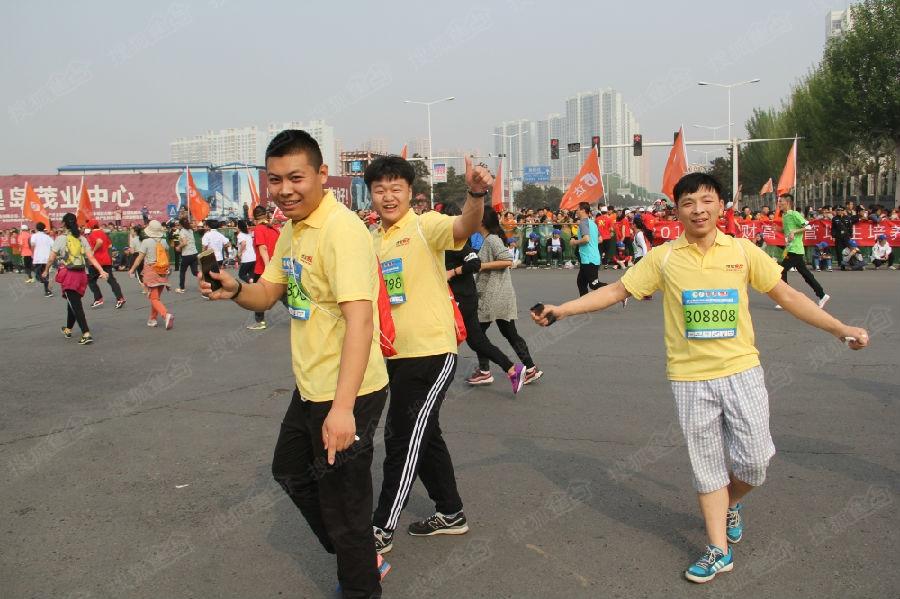 2016秦皇岛国际马拉松开跑 掀起全民运动热潮