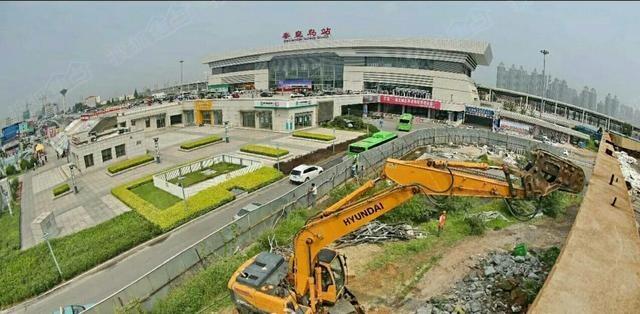 秦皇岛拆除火车站东侧双违建筑