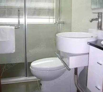 卫生间的马桶上设计了一个小的储水池