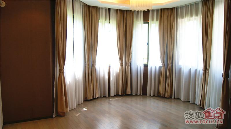 弧形窗户装修效果图 别墅窗户外观效果图 别墅窗户设计图