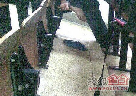 偷拍自_图:自习时偷拍女学生不雅一幕