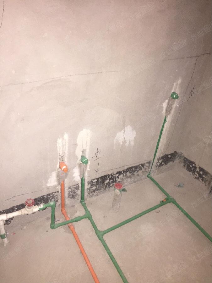 水管都需要调整.水电路改造还是应该交给正规的公司来做.