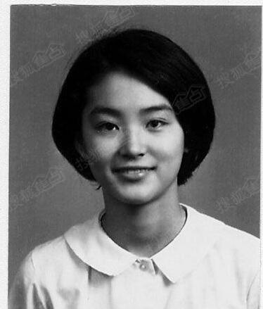 林青霞扮相宜古宜今,可长发,可短发,可男装,可女装,每种打扮都有她图片