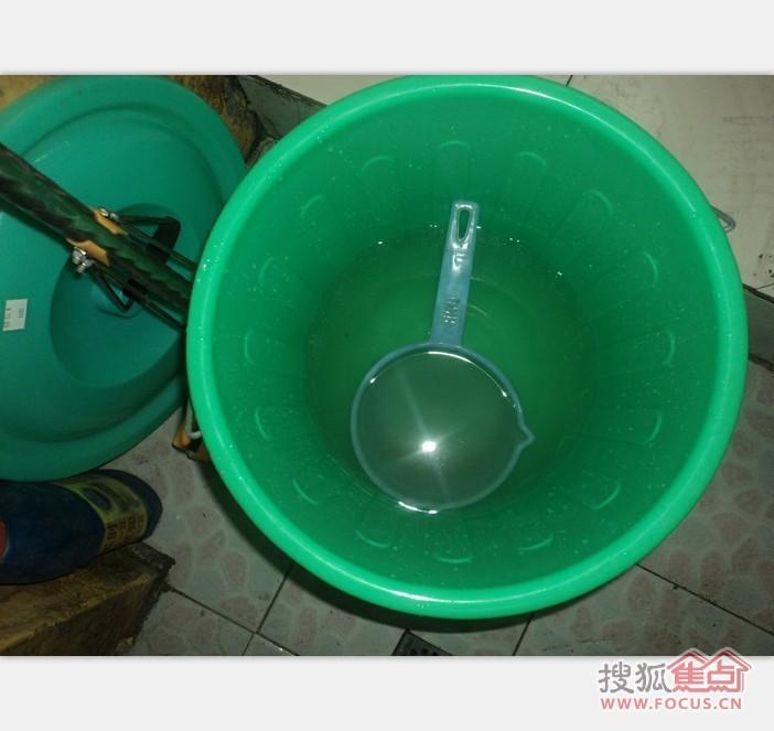 养成随手关闭水龙头的好习惯,不浪费喝剩的茶水和矿泉水,用来浇花