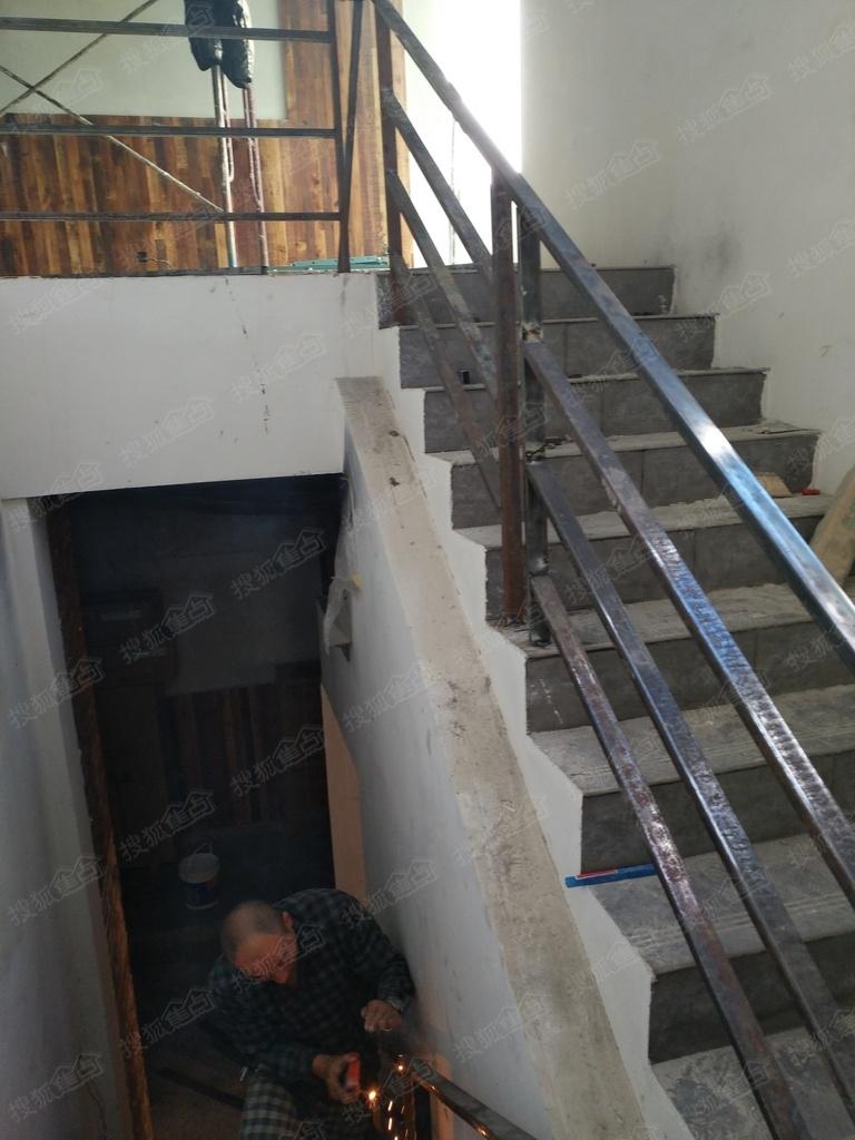 苏州惠诚钢结构阁楼,钢结构挑高楼加层,复试楼隔层,钢结构楼梯,扶手