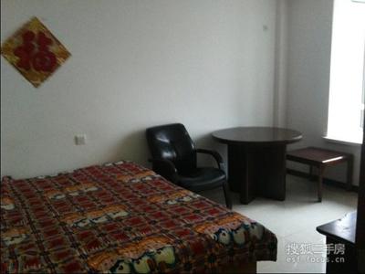 重工街两室房每月1500元