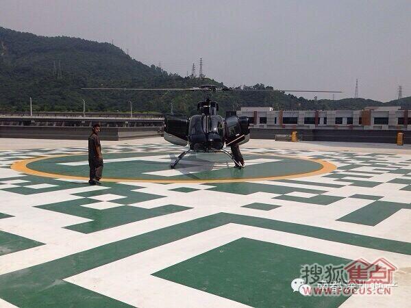 这次体验,博林的直升飞机每次可以容纳2位飞行员和4位乘客