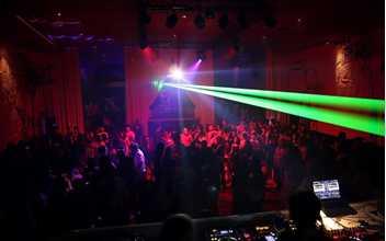 莉莉玛莲估计是深圳大多小资最爱 酒吧氛围很high,有DJ打碟、驻场图片