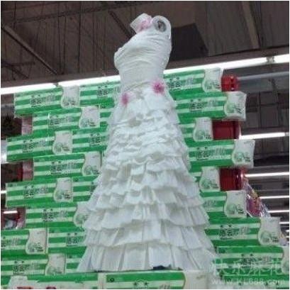 卫生纸做的婚纱