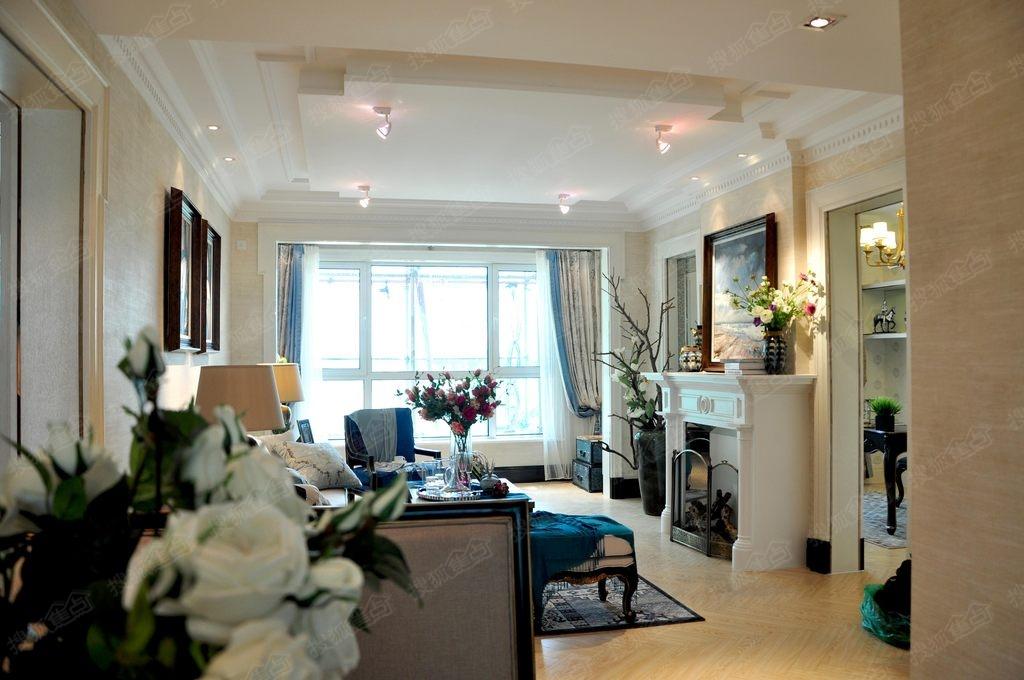 保利溪湖林语洋房88平方米二室二厅一卫样板间客厅