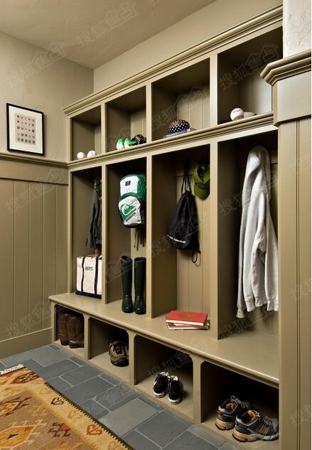 时下流行鞋柜装修方案   鞋柜下方可做悬空设计,可置放进屋时脱下的图片