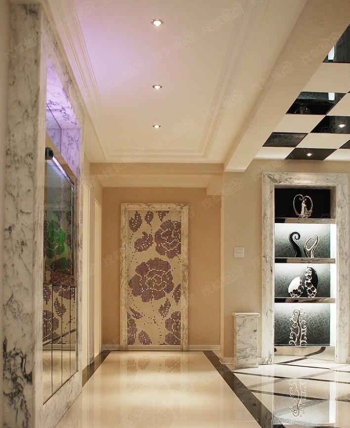 门厅过道装修效果图 我们来举个例子:入户门是进入整个家居的门户,入户的门就要开得大一些;小房间的门就要开得小一些,如浴室或厨房门就要小一些。 门厅过道装修与风水要注意光线问题。阴暗狭长的走廊容易聚集阴气会使人被噩梦缠身。如果缺少自然光源的话,可以用人造光源来补充,过于丰富的颜色会容易晃人眼使人产生错觉、幻觉,造成情绪不安,因此人造光源建议使用暖黄色的日光灯。