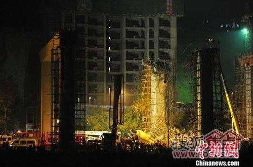 重庆在建轻轨垮塌 没有一天不出事的,