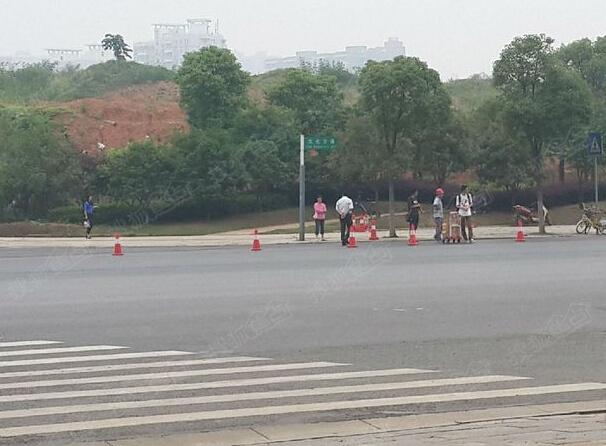 大花岭街站的地铁也开始施工了 江南新天地门口图片