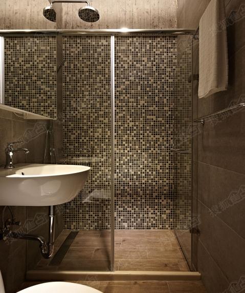 武汉中高端装修设计卫生间马赛克的铺贴,充满艺术感,淋浴房隔离了干
