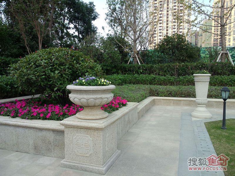 红豆人民路九号的中央园林景观由香港阿特森泛华执掌图片
