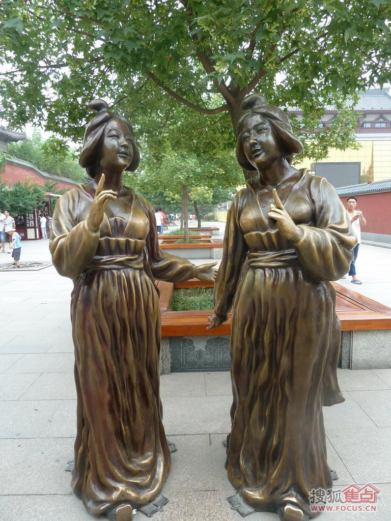 图:大雁塔铜雕之:揉揉的古色唐美人-焦点面对面-西安