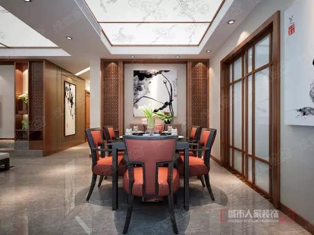 门厅正对过道区域的水墨画映入眼帘,客餐厅顶部采用软膜天花转印梅花图片