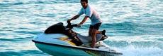 海上运动是三亚娱乐的主要项目,有海上游艇观光、海上垂钓、帆船运动、潜水、空中拖伞等。