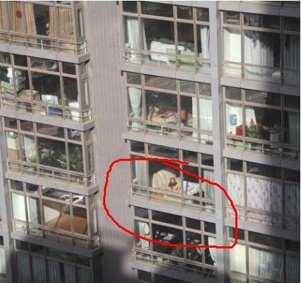 美女自慰囹e���-9�$9.�_小区女邻居不拉窗帘自慰被偷拍